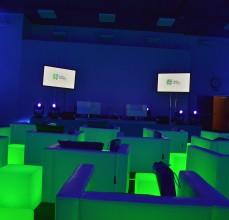 Scena wraz z multimediami gotowa na przyjęcie gości.